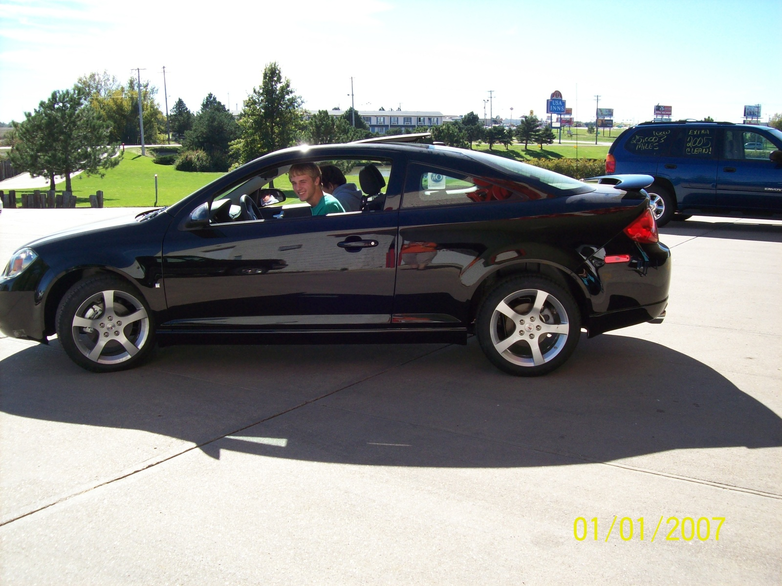 2008 pontiac g5 photos informations articles. Black Bedroom Furniture Sets. Home Design Ideas