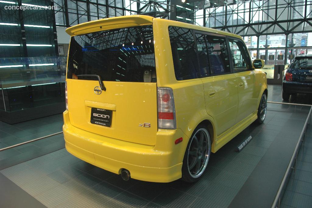 2005 Scion Xb #13