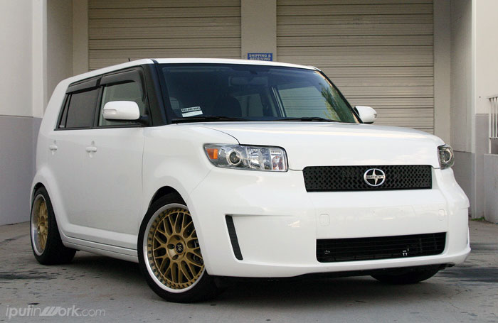 2010 Scion Xb #10