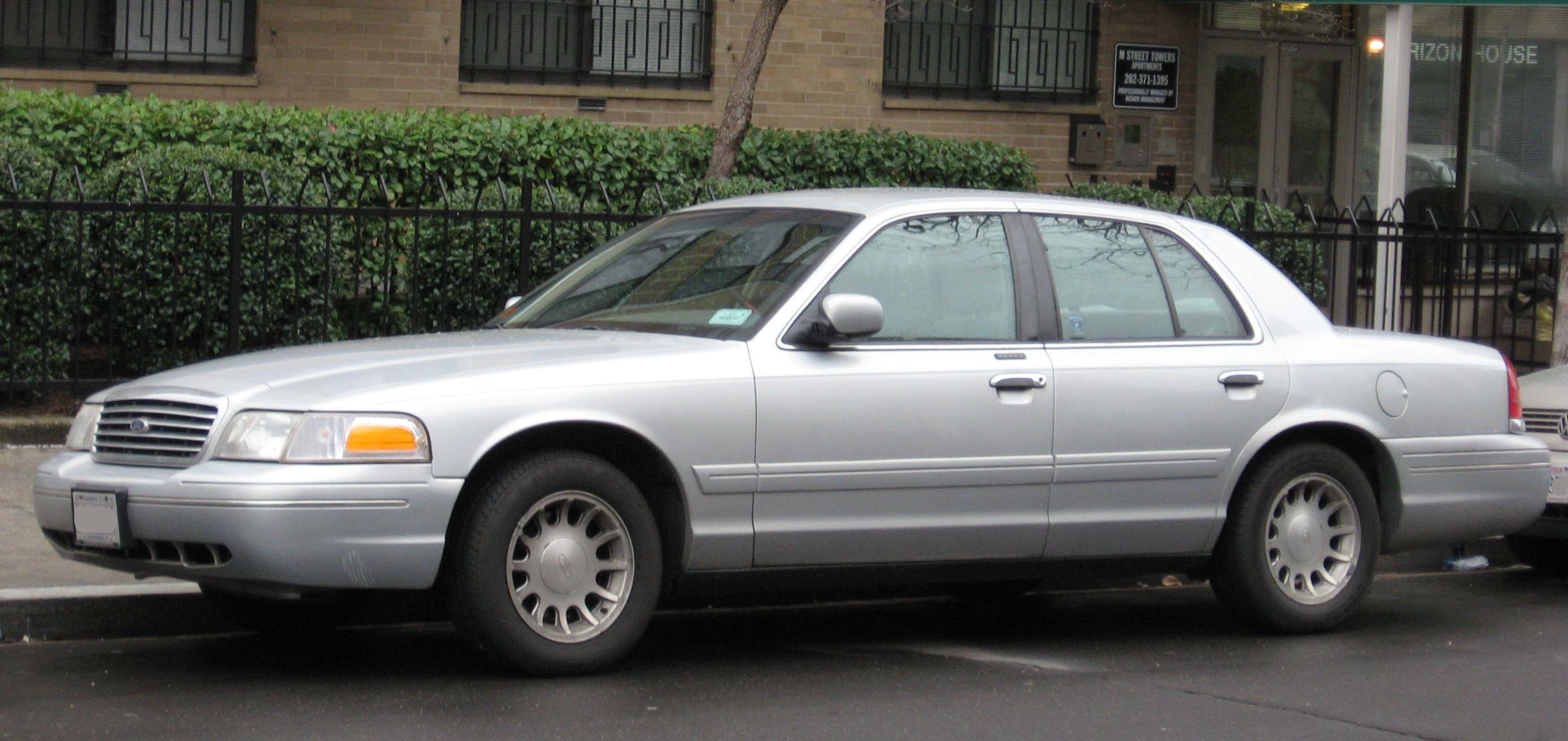 2001 Ford Crown Victoria #2