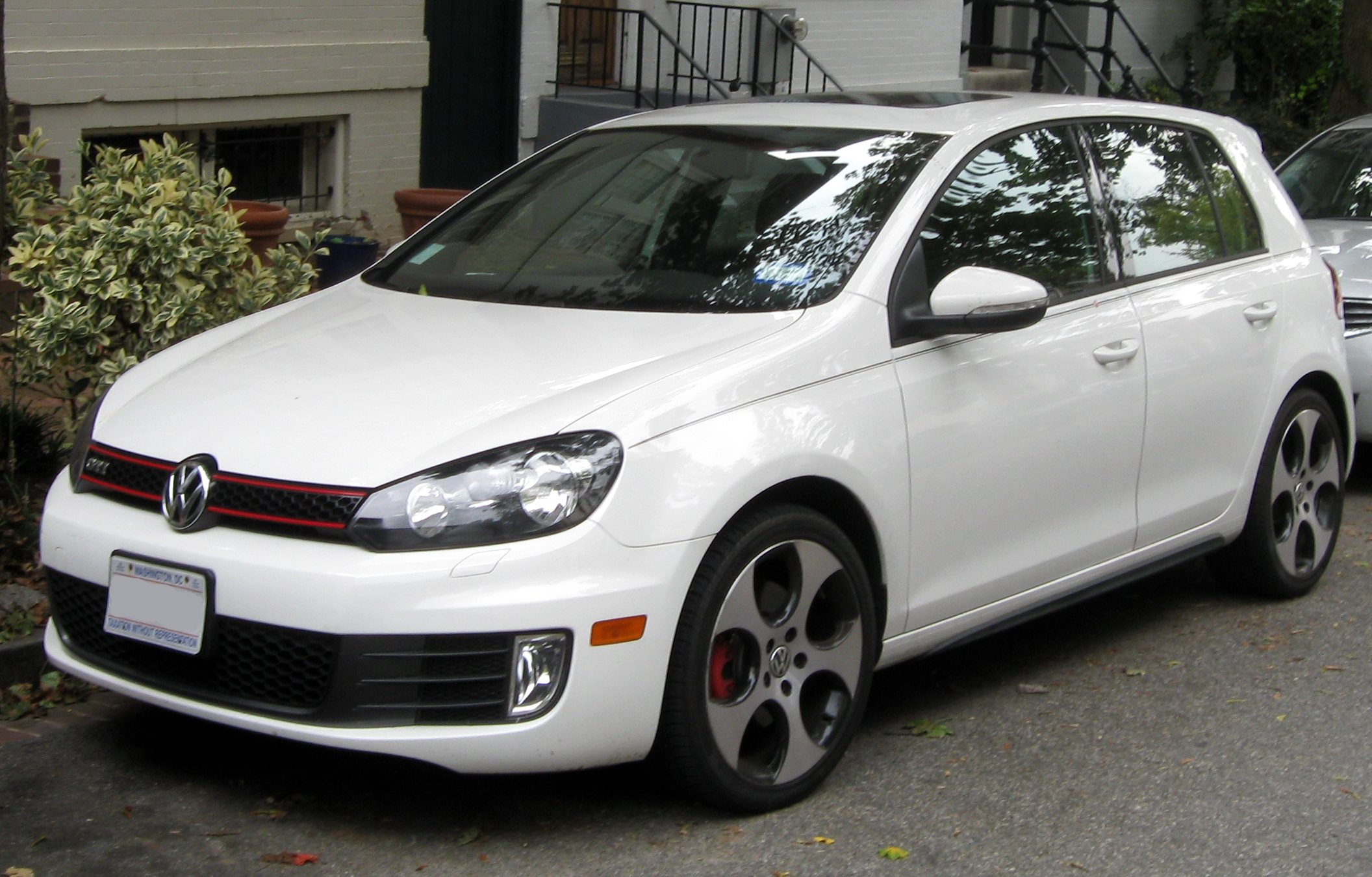 2011 volkswagen gti photos informations articles. Black Bedroom Furniture Sets. Home Design Ideas