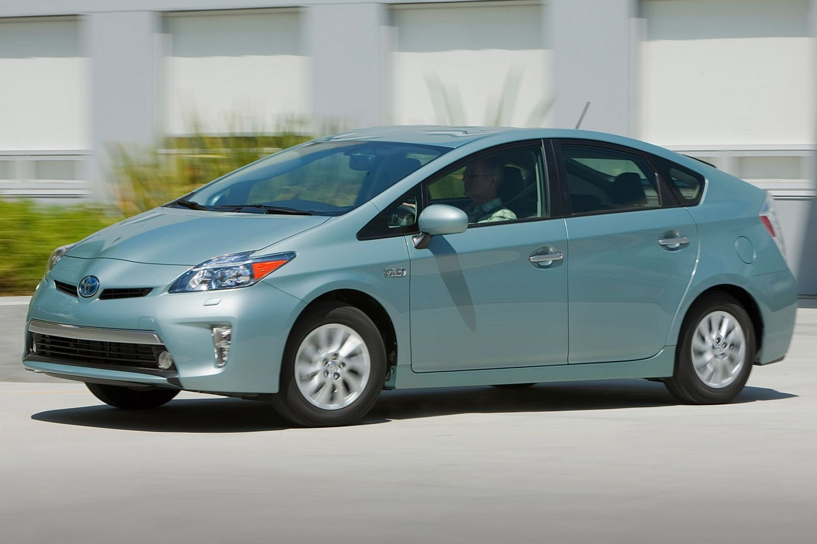 2015 toyota prius plug in photos informations articles. Black Bedroom Furniture Sets. Home Design Ideas