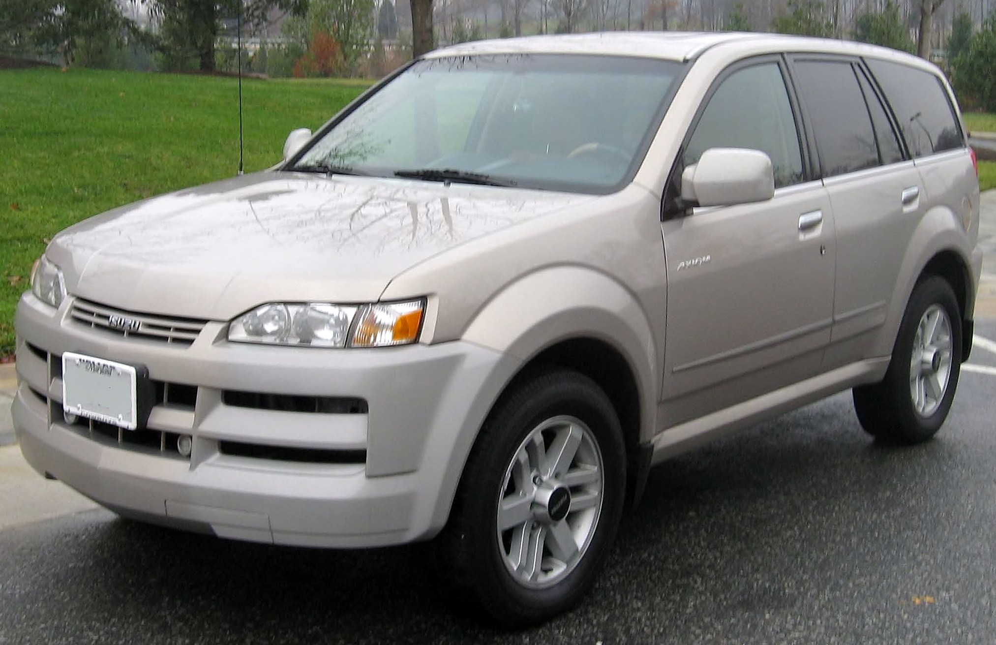 2002 Isuzu Axiom #1