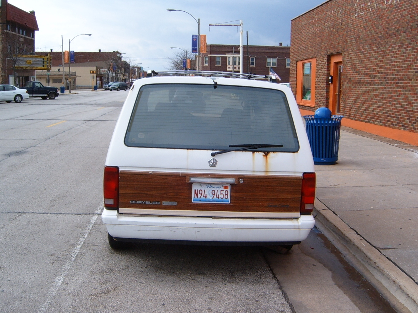 1991 Chrysler Town And Country #6