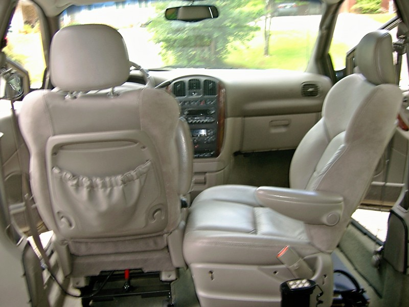 2002 Chrysler Town And Country #9