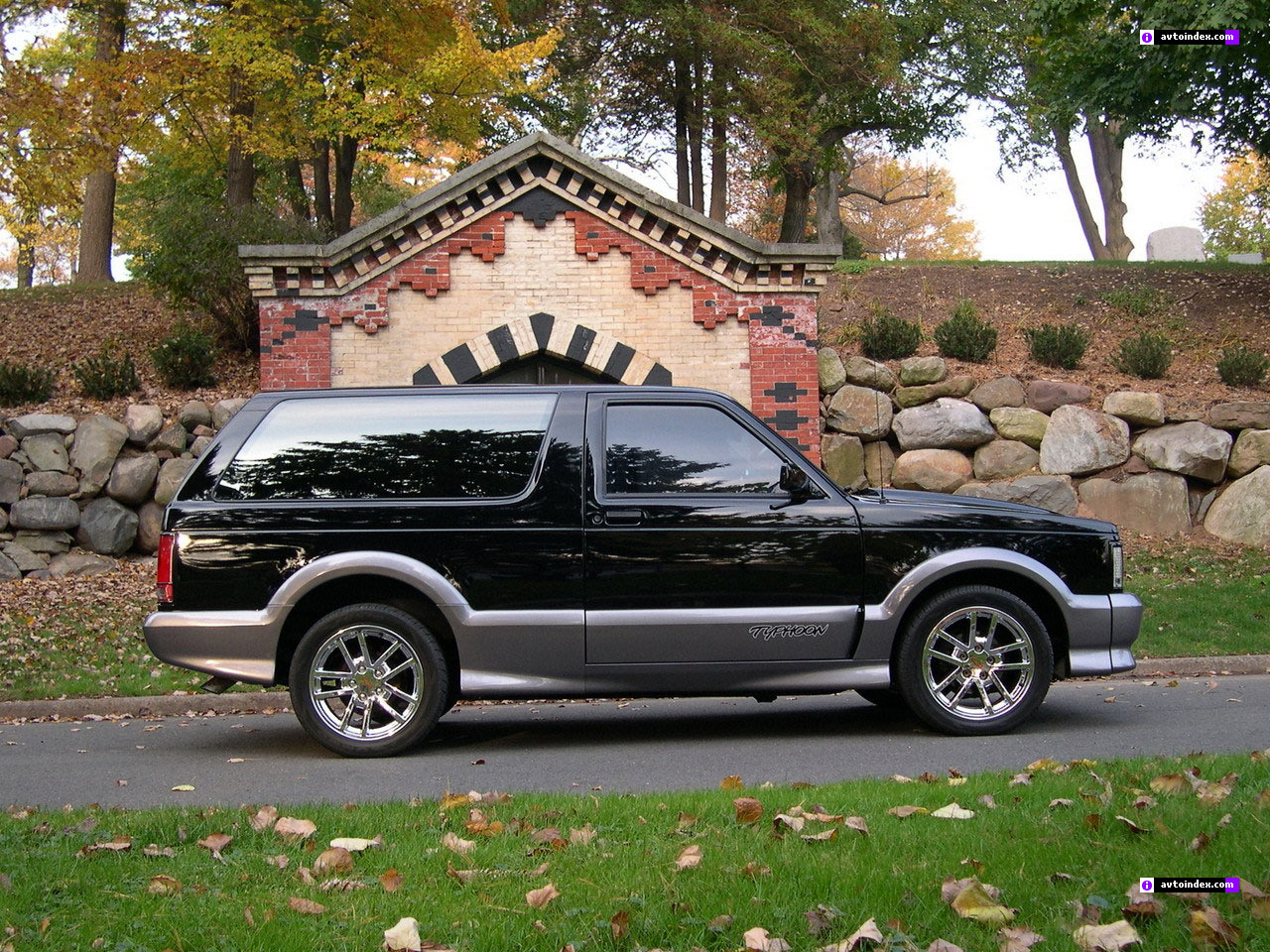 1992 GMC Typhoon #8