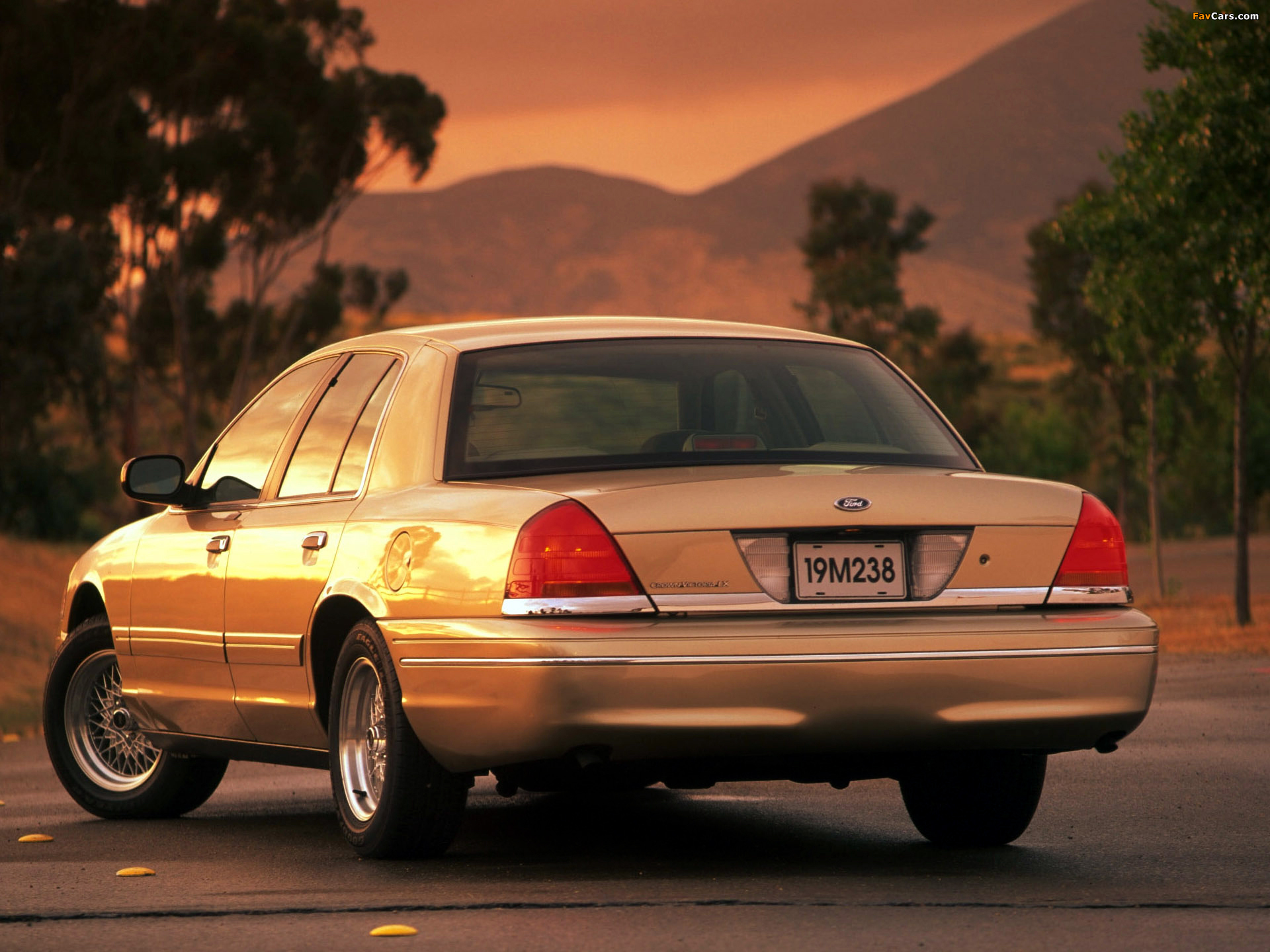 1998 Ford Crown Victoria #14