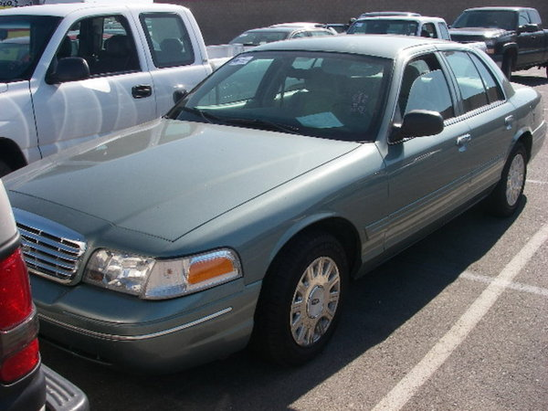 2005 Ford Crown Victoria #14