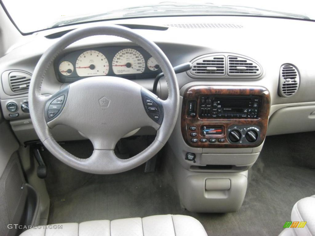1999 Chrysler Town And Country #9