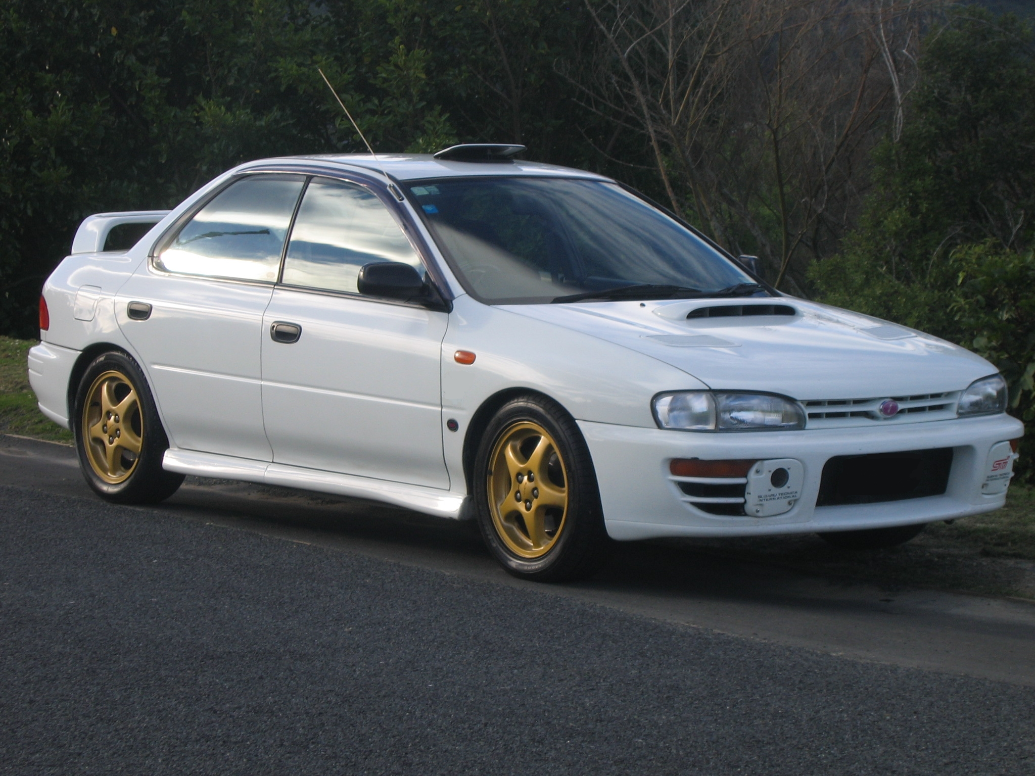 1995 Subaru Impreza Photos, Informations, Articles - BestCarMag.com