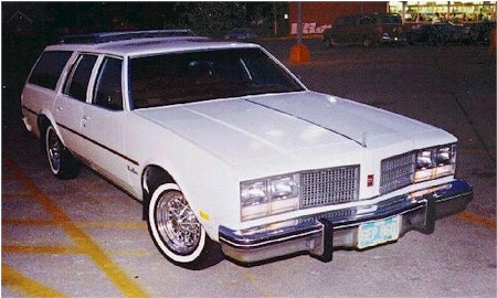 Oldsmobile Custom Cruiser #17