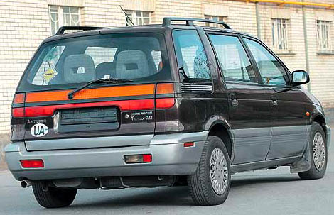 1991 Mitsubishi Space Wagon #12