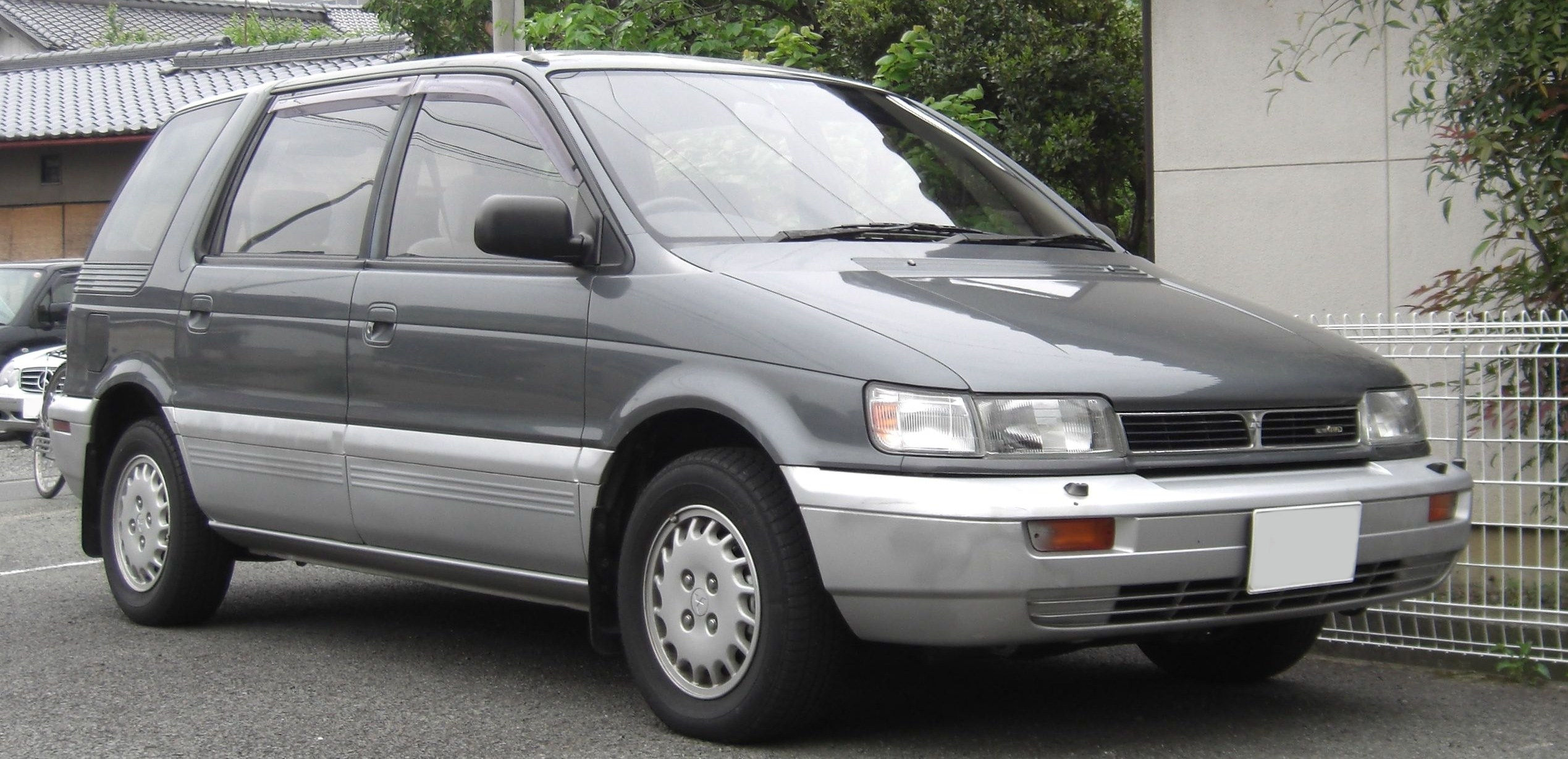 1992 Mitsubishi Space Wagon #8