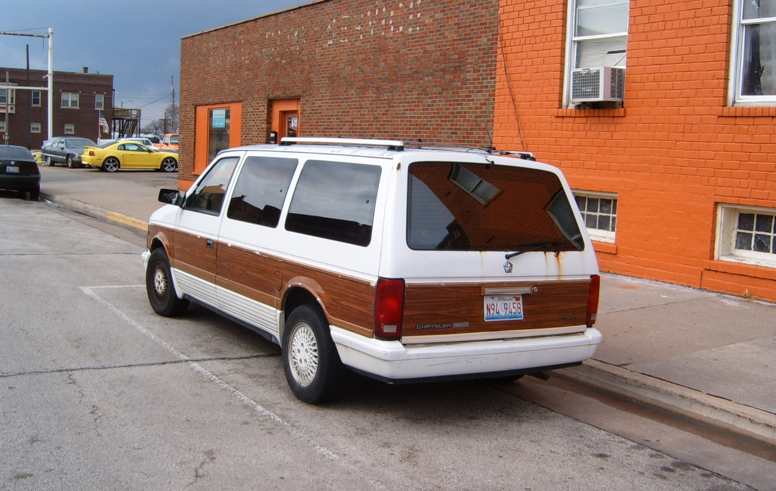 1990 Chrysler Town And Country #7