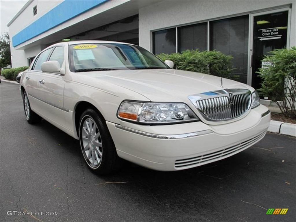2007 Lincoln Town Car Photos Informations Articles Bestcarmag Com