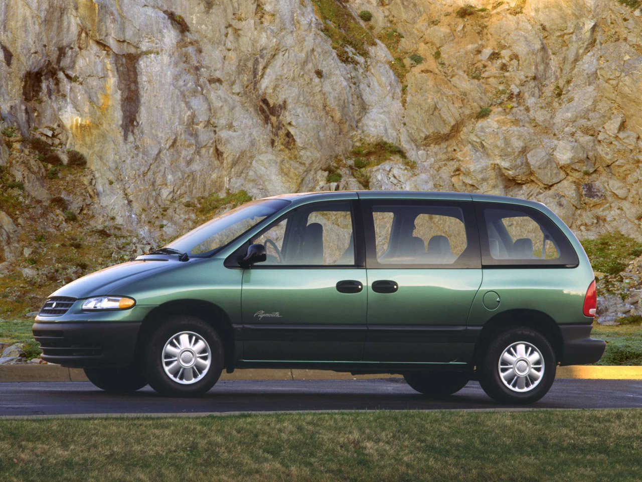 2000 Plymouth Voyager #15