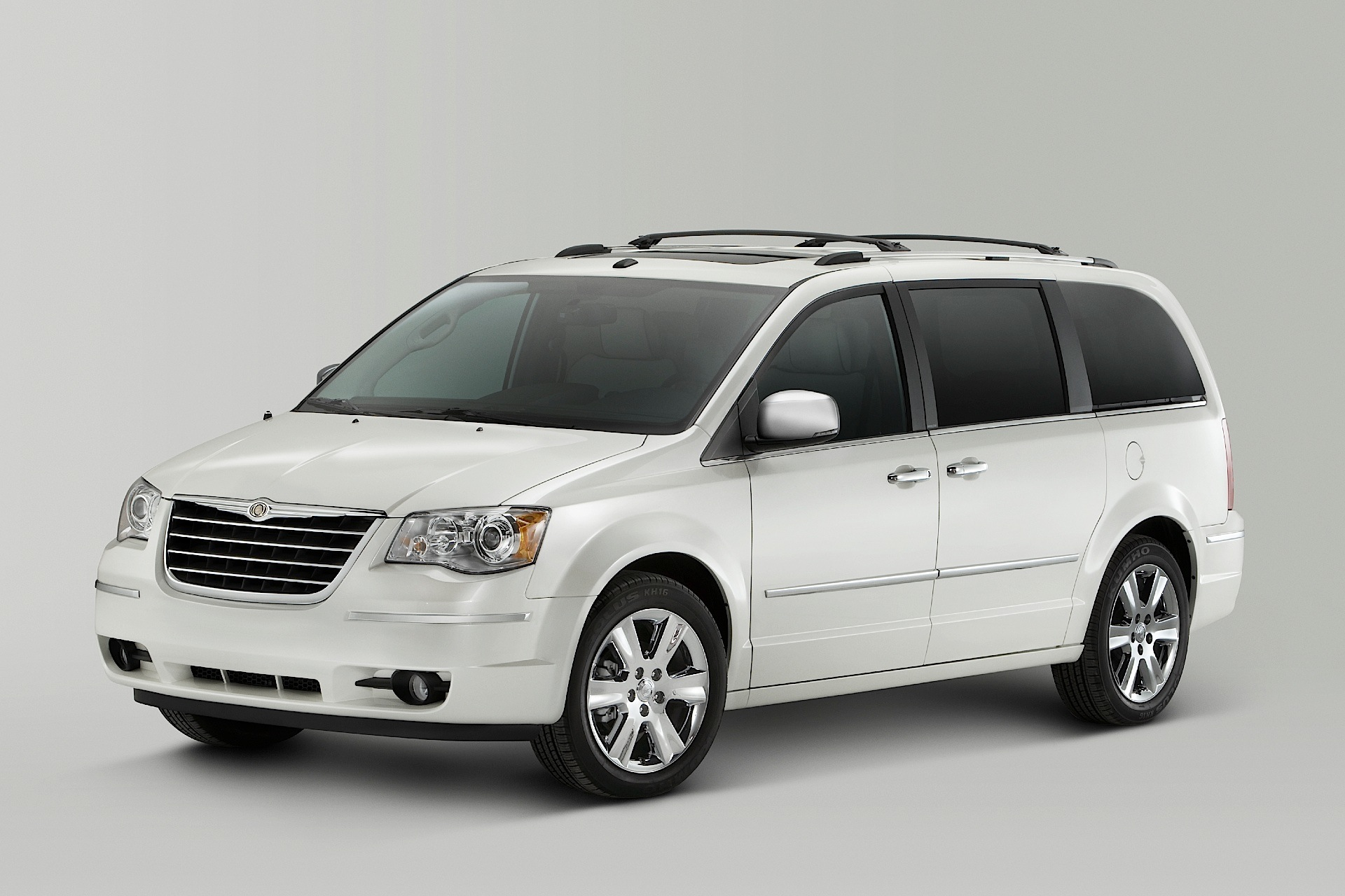 2007 Chrysler Town And Country #1