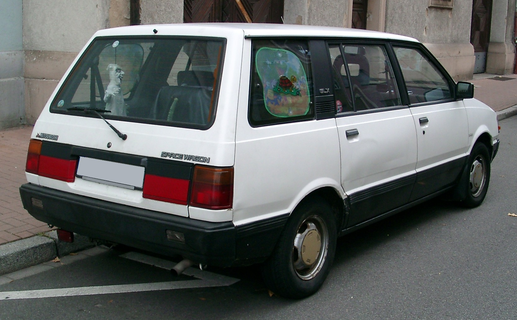 1997 Mitsubishi Space Wagon #13