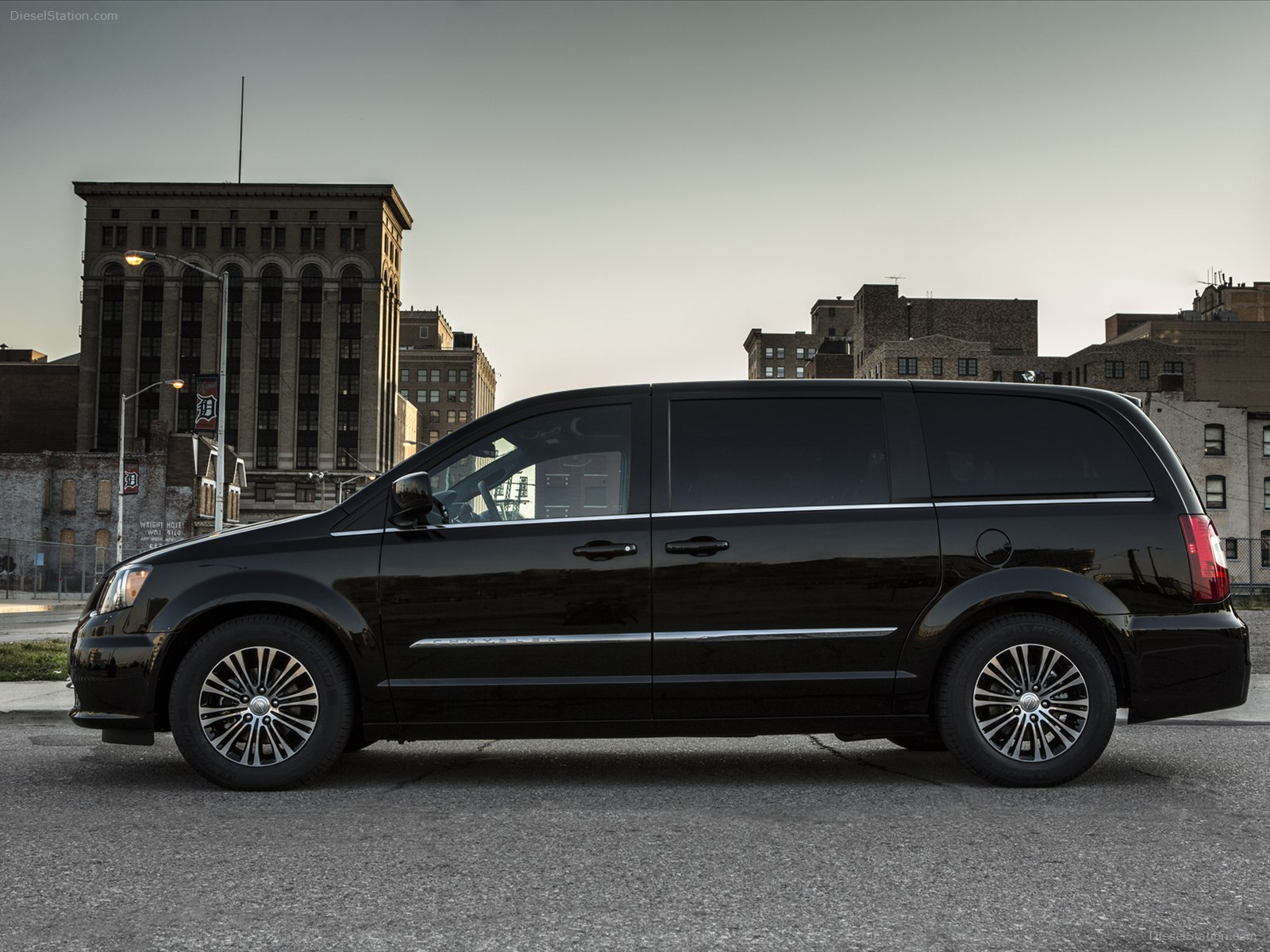 2012 Chrysler Town And Country #9