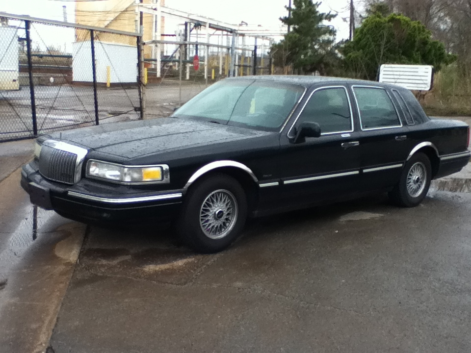 1995 Lincoln Town Car Photos, Informations, Articles - BestCarMag.com