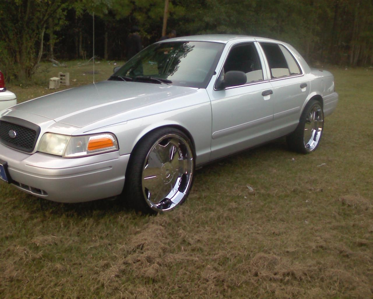 2003 Ford Crown Victoria #15