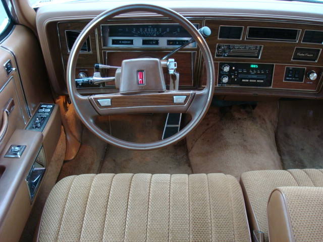 1990 Oldsmobile Custom Cruiser #5