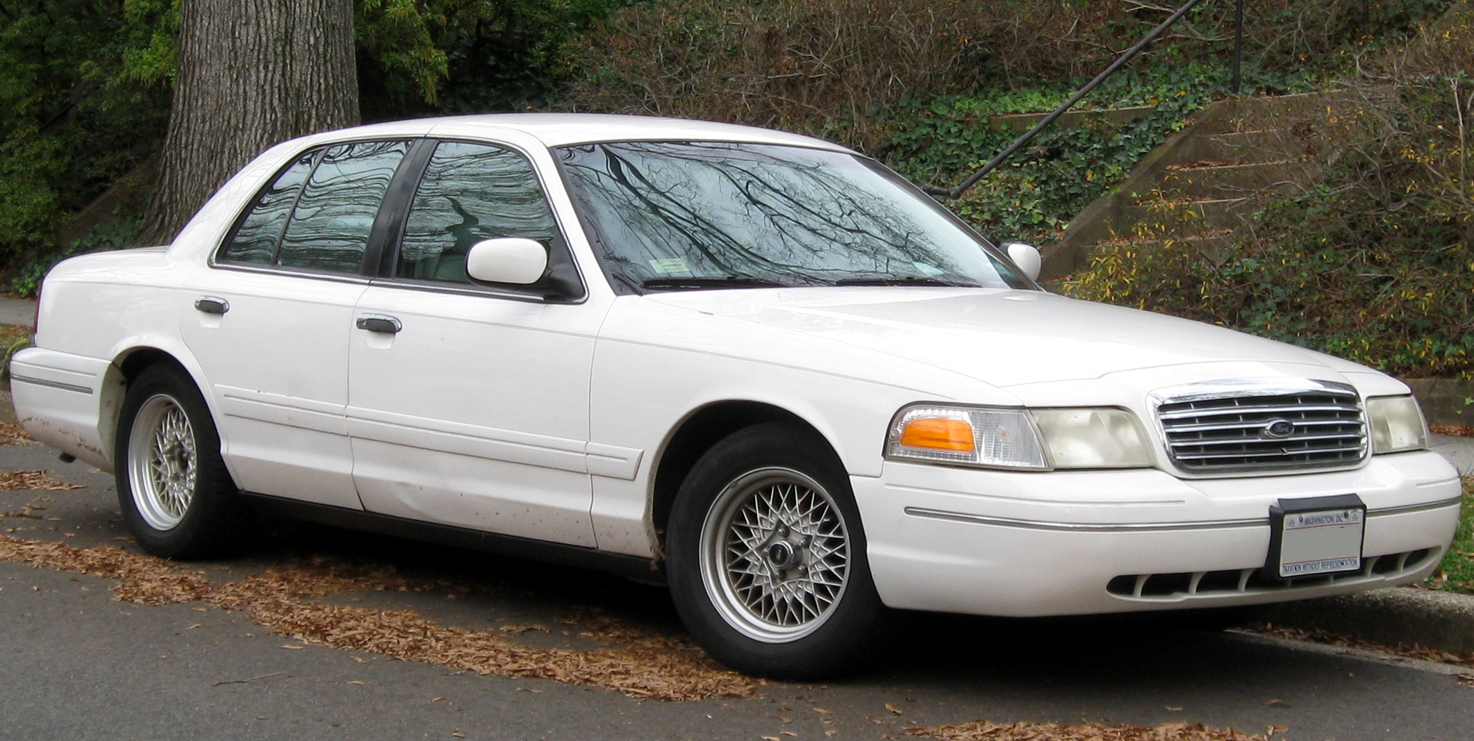 2011 Ford Crown Victoria #9