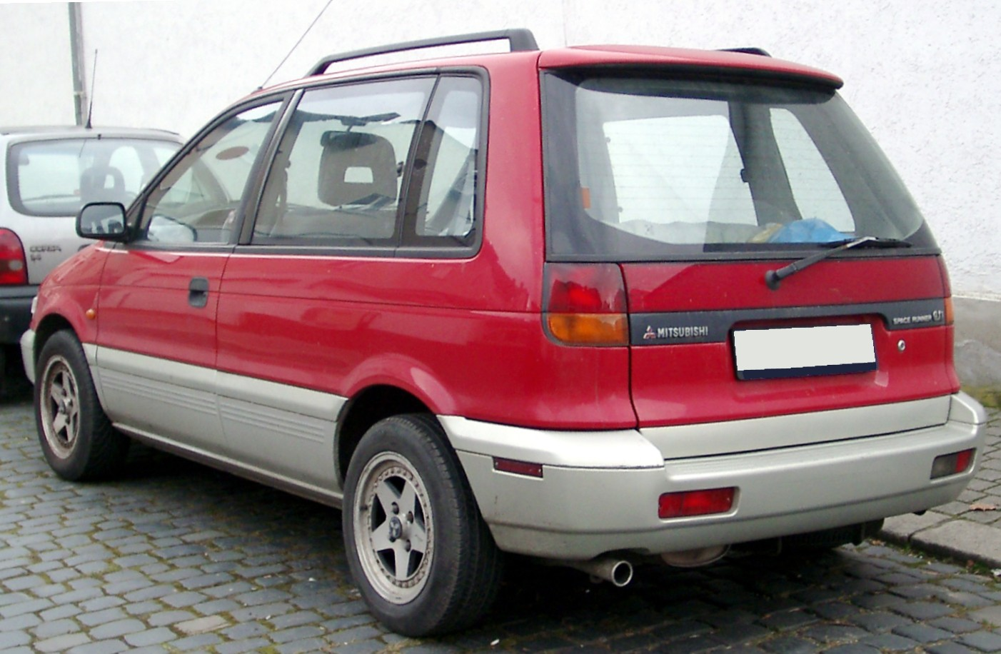 Mitsubishi Space Runner #12