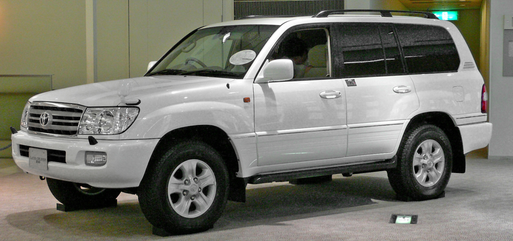 2002 Toyota Land Cruiser #4