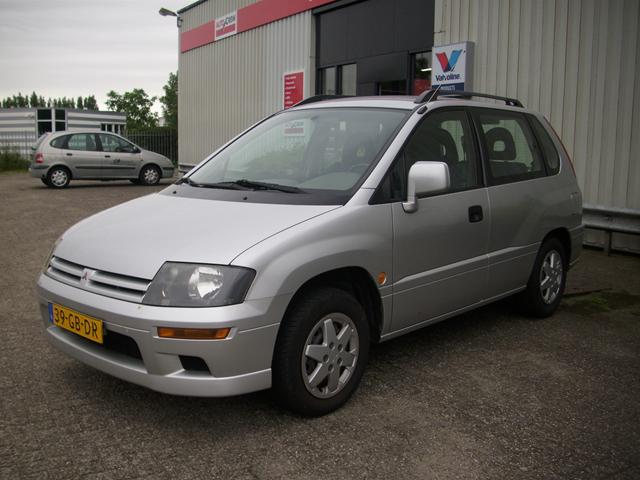 2000 Mitsubishi Space Runner #11