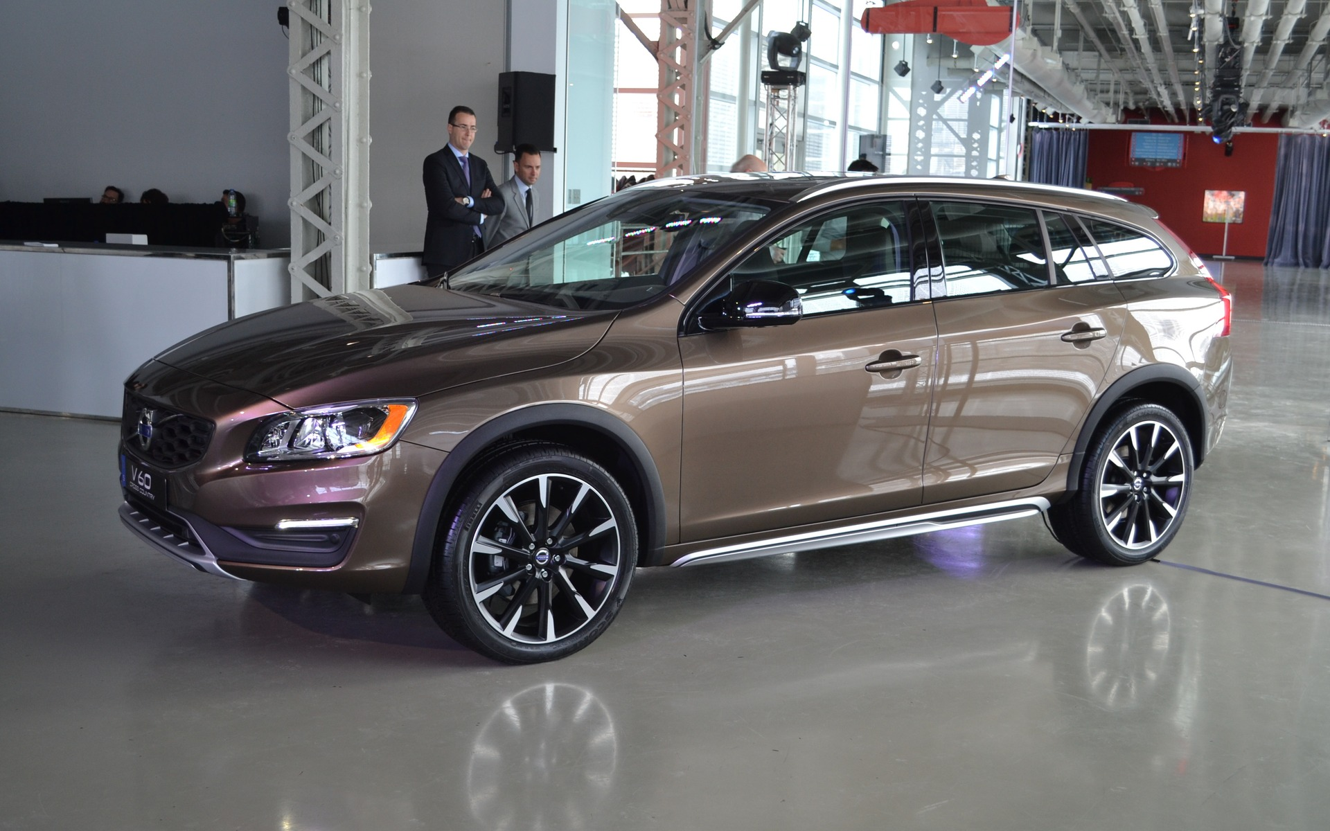 Volvo V60 Cross Country #3