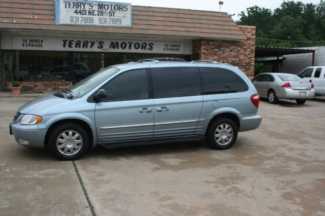 2004 Chrysler Town And Country #8