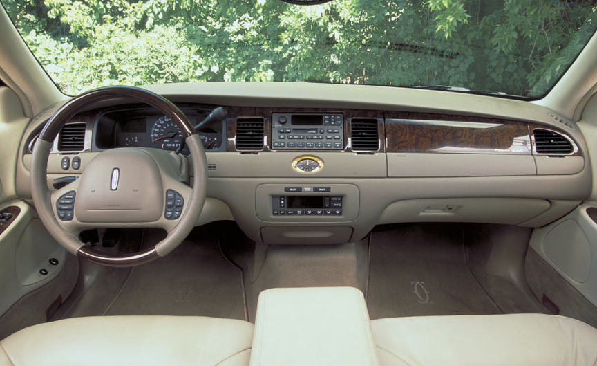 2001 Lincoln Town Car Photos Informations Articles Bestcarmag Com