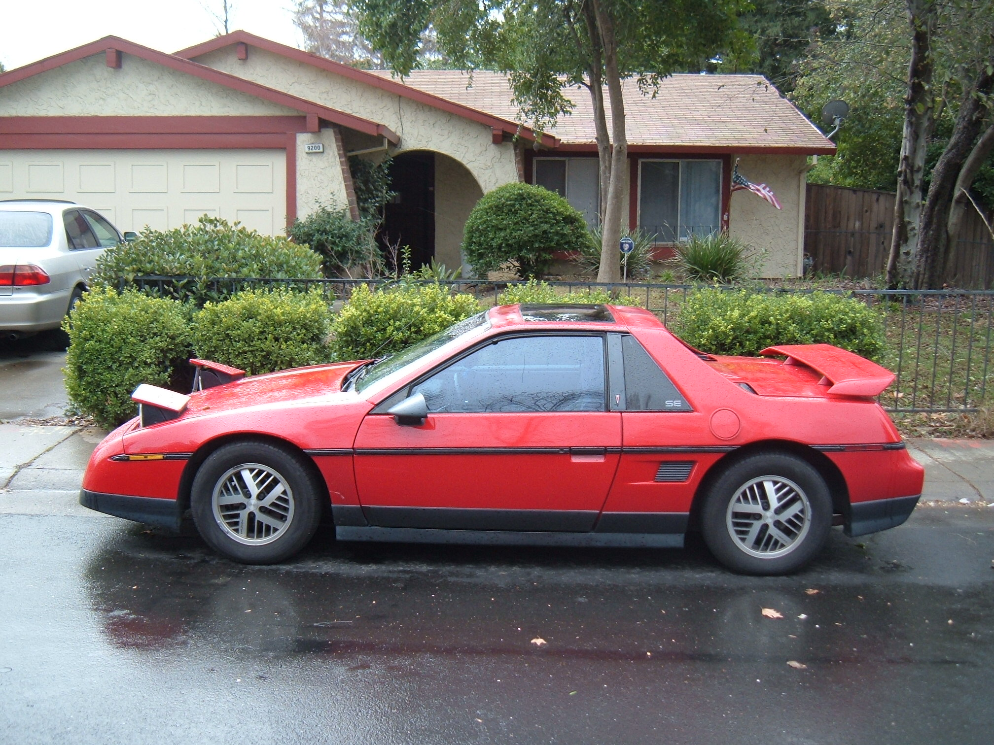 1986 pontiac fiero photos informations articles. Black Bedroom Furniture Sets. Home Design Ideas