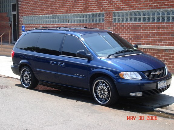 2001 Chrysler Town And Country #7