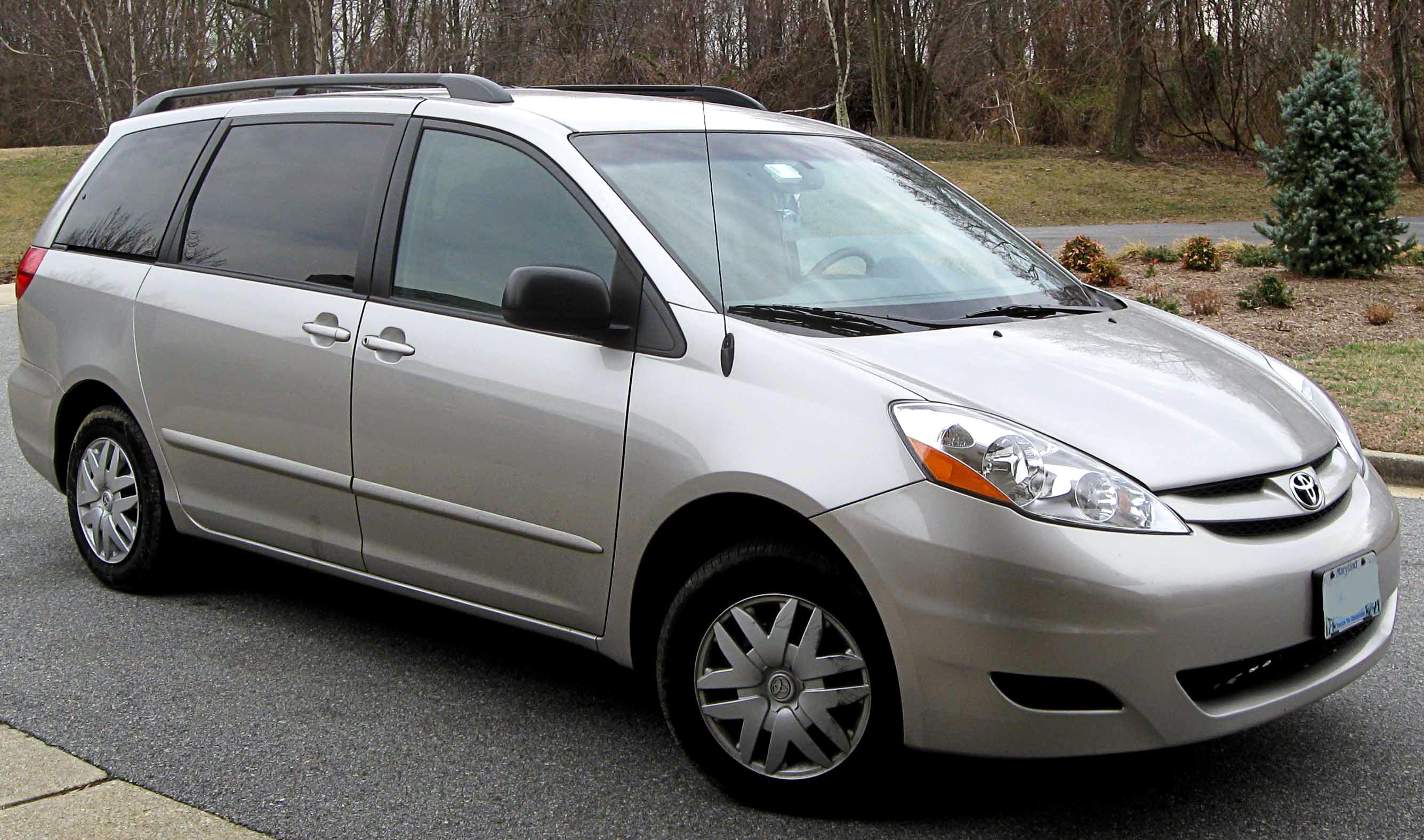 toyota side xle limited floor braun entry ability with sienna lowered listings dropped fully