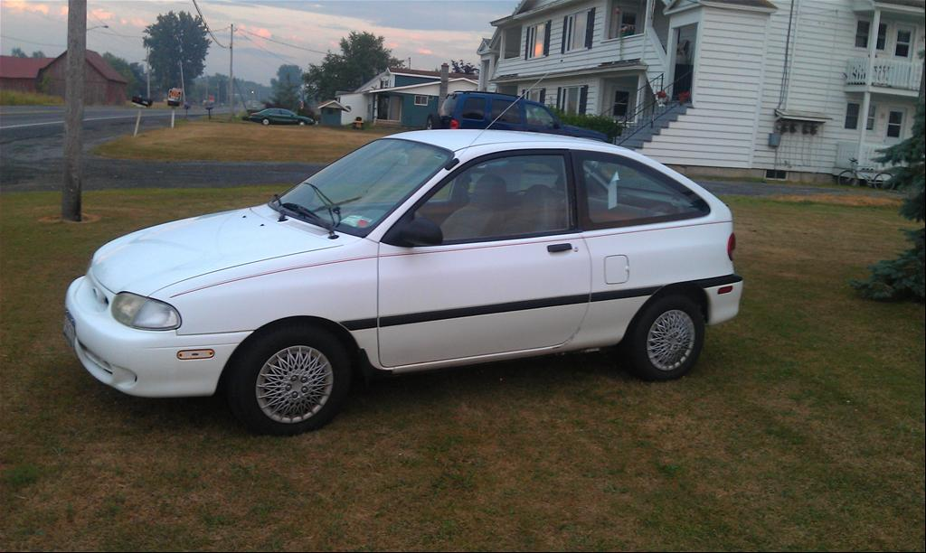 1997 Ford Aspire #2