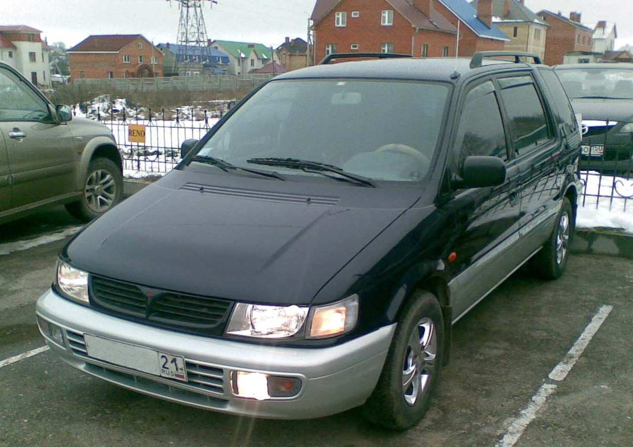 1997 Mitsubishi Space Wagon #3