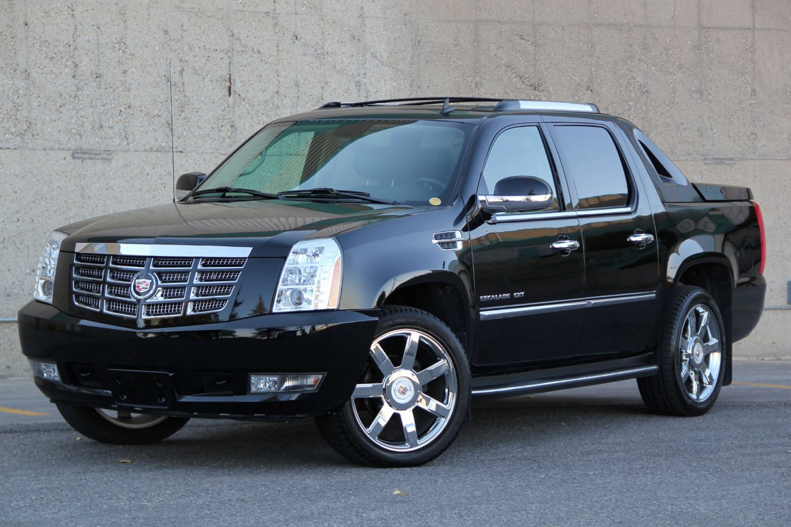 luxury awd leather escalade detail rims tires cadillac cooled heated chrome used new
