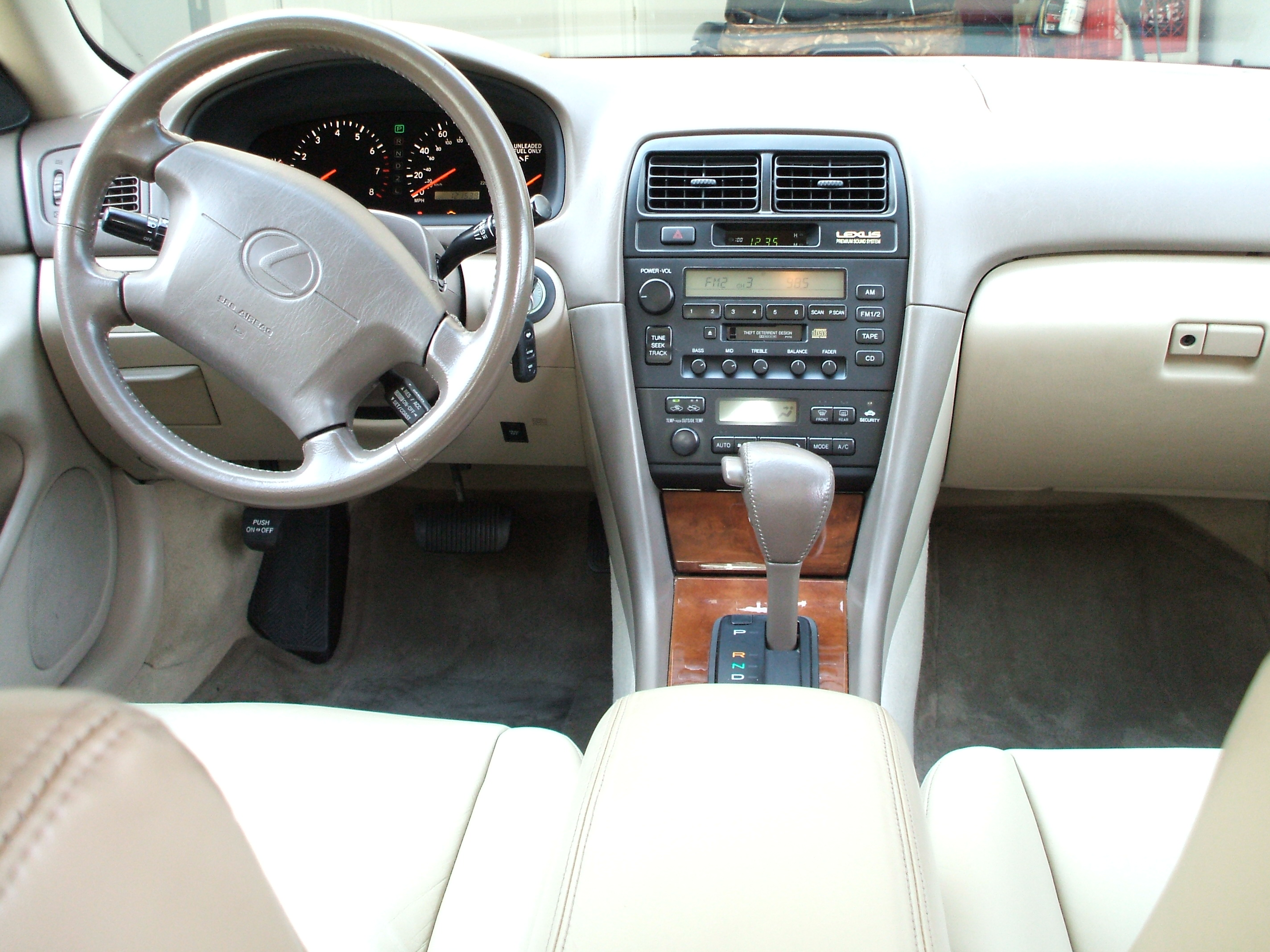 1999 Lexus IS #15