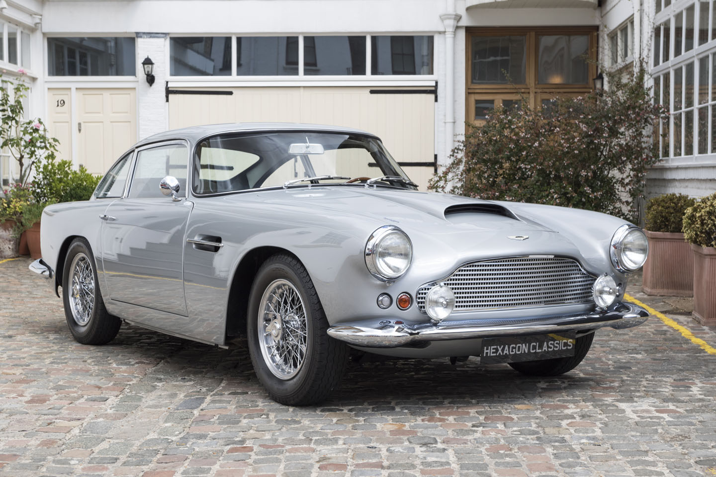 Aston Martin Db4 Photos Informations Articles Bestcarmag Com
