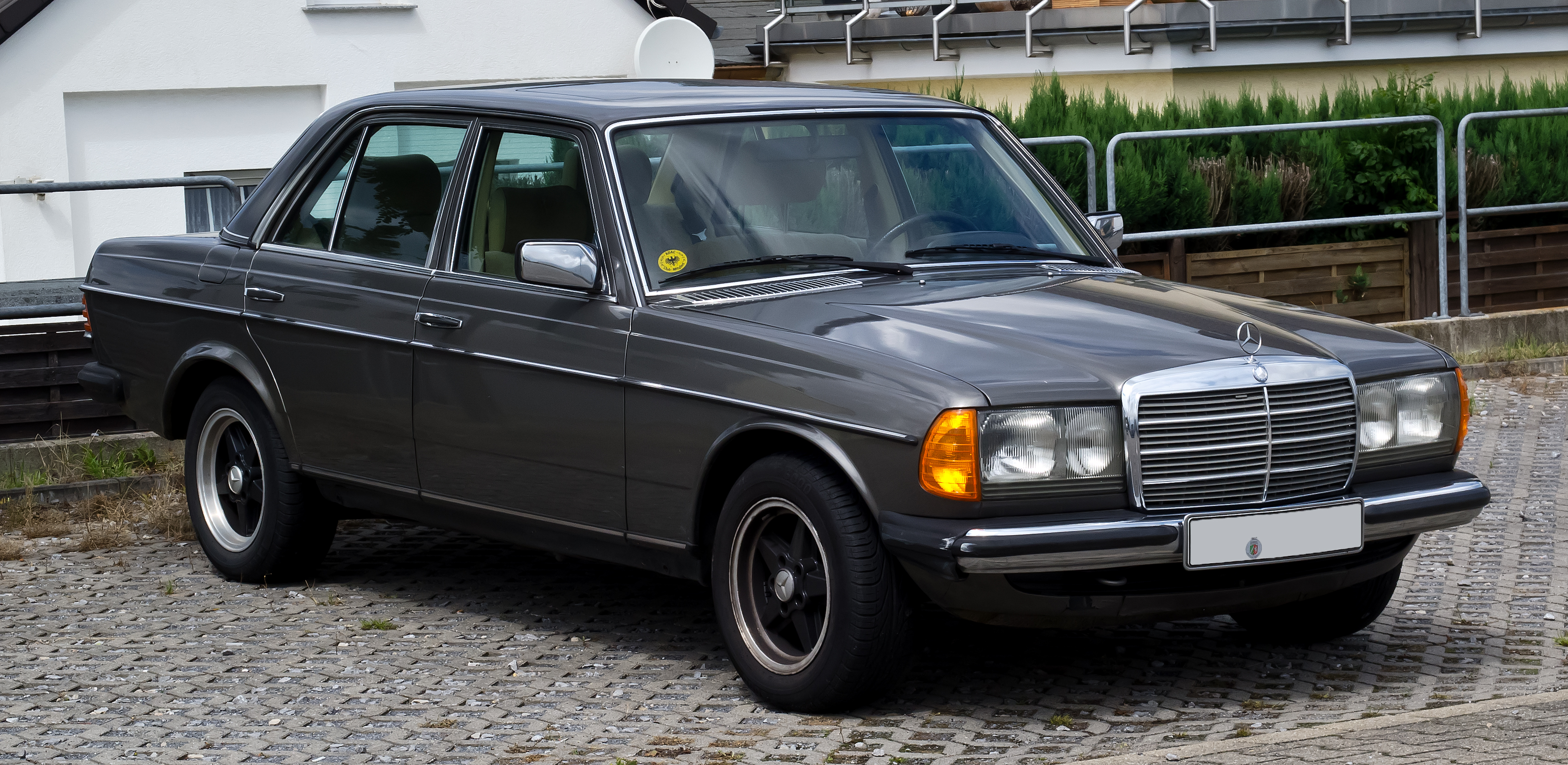 Mercedes Benz 280 Photos Informations Articles