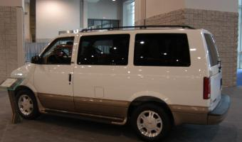 2004 GMC Safari #1