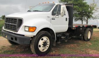 2001 Ford F-650 #1
