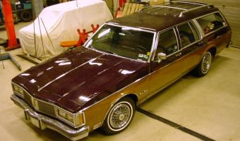 1990 Oldsmobile Custom Cruiser #1