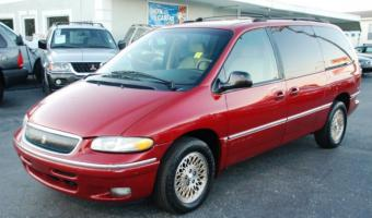 1997 Chrysler Town And Country #1