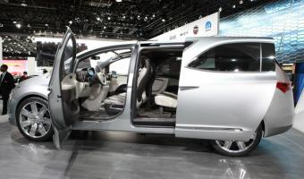 2016 Chrysler Town And Country #1