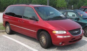 2000 Chrysler Town And Country #1